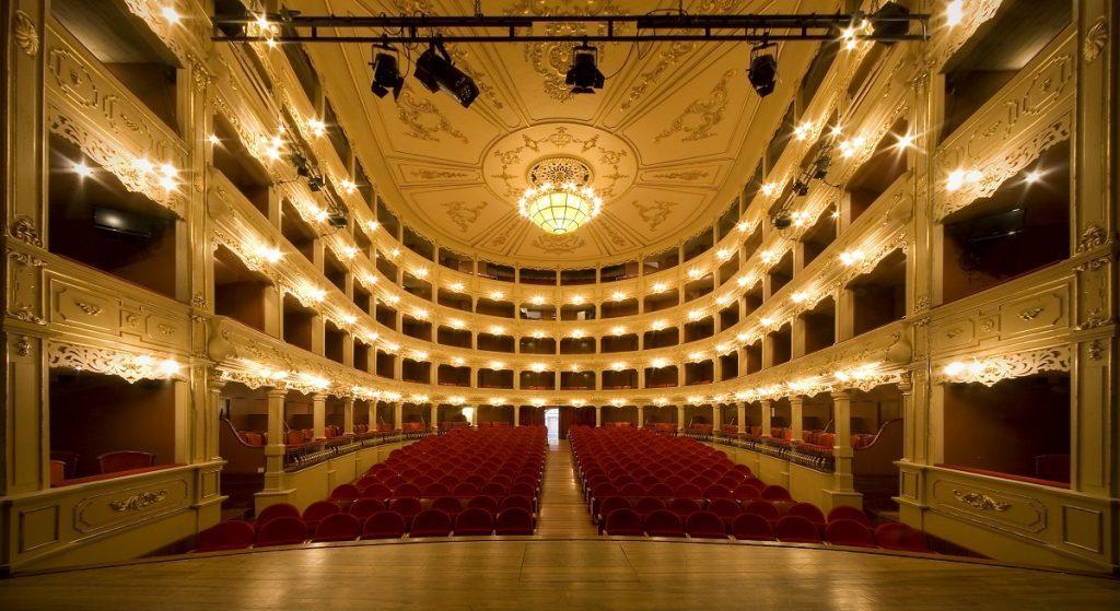 En sus 191 años de historia el Teatro Principal  tiene muchas anécdotas y algunas sorpresas que ofrecer a sus visitantes