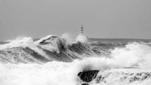 Olas en la costa sur (Foto: Mikel Llambías)