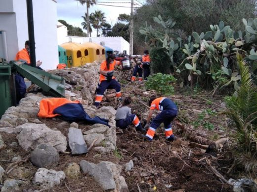 "(Fotos) Sant Lluís limpia diversos ""puntos negros"" del municipio"