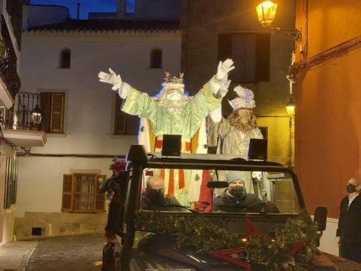(Fotos) Los Reyes Magos reparten ilusión por Alaior