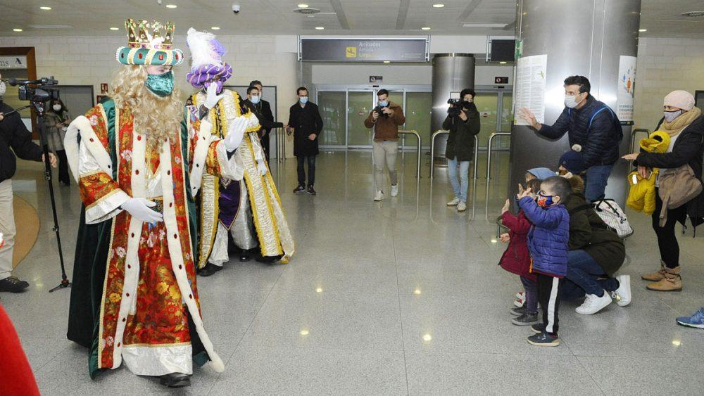 Los Reyes en el Aeropuerto.