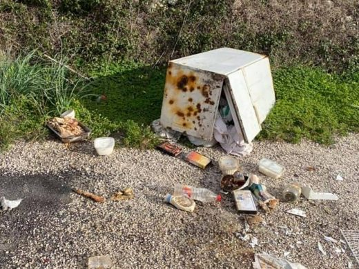 (Fotos) Ciutadella denuncia actos incívicos y pide colaboración