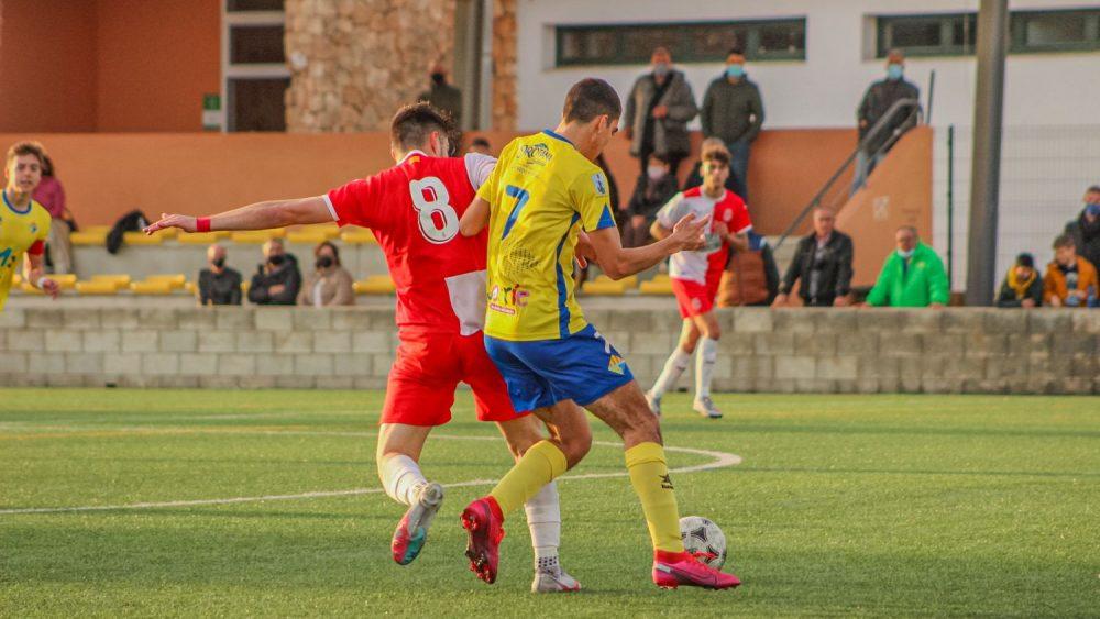 Una acción del partido disputado en Es Castell (Fotos: Itziar Gómez)