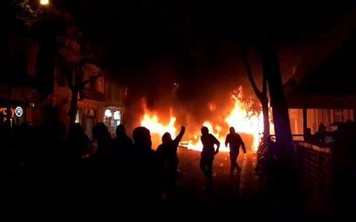 Fuego en una calle de Barcelona (Foto: Mallorcadiario.com)