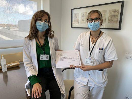 La directora médica, Tamara Contreras, y la enfermera de Calidad, Alba Jiménez