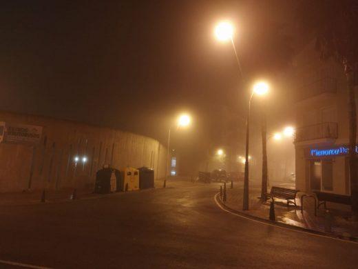 (Fotos) La niebla obliga a modificar los primeros vuelos para salir de Menorca