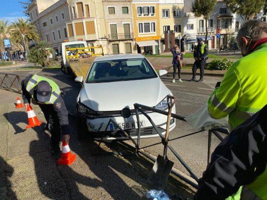 (Última hora) Cierran el tráfico en la Plaza Esplanada de Maó por un accidente sin heridos