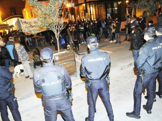200 personas se manifiestan por la libertad de Pablo Hasél en Maó