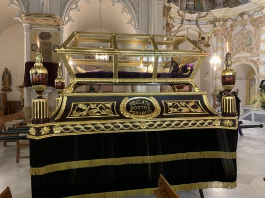 El renovado paso del Sant Sepulcre de Maó recibe la bendición