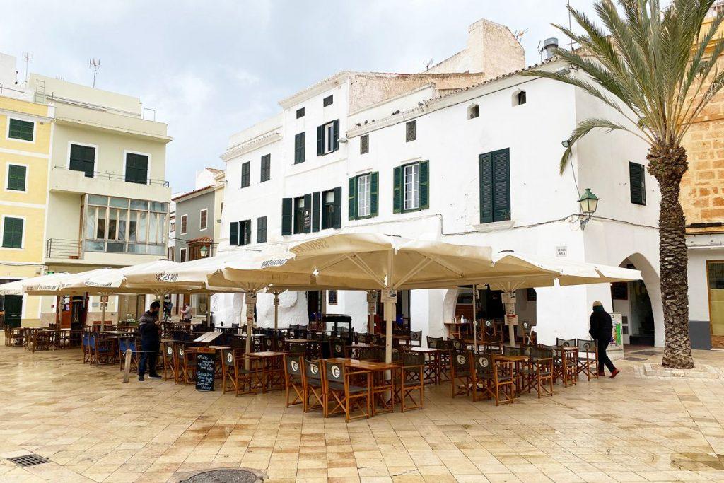 Terrazas en Ciutadella (Foto: Tolo Mercadal).