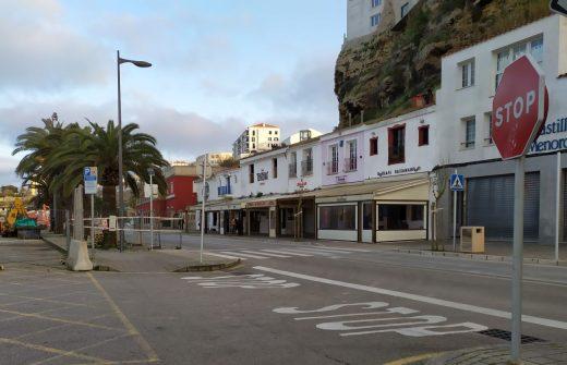 Terrazas en el puerto de Maó (Foto: EA)
