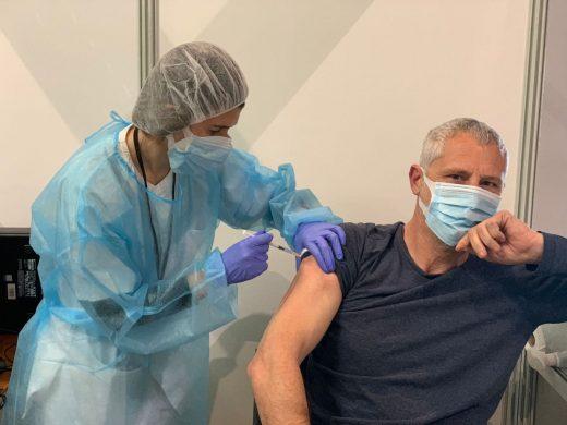 (Fotos) Menorca recibe 1.170 dosis de la vacuna de Pfizer y 900 de la de AstraZeneca