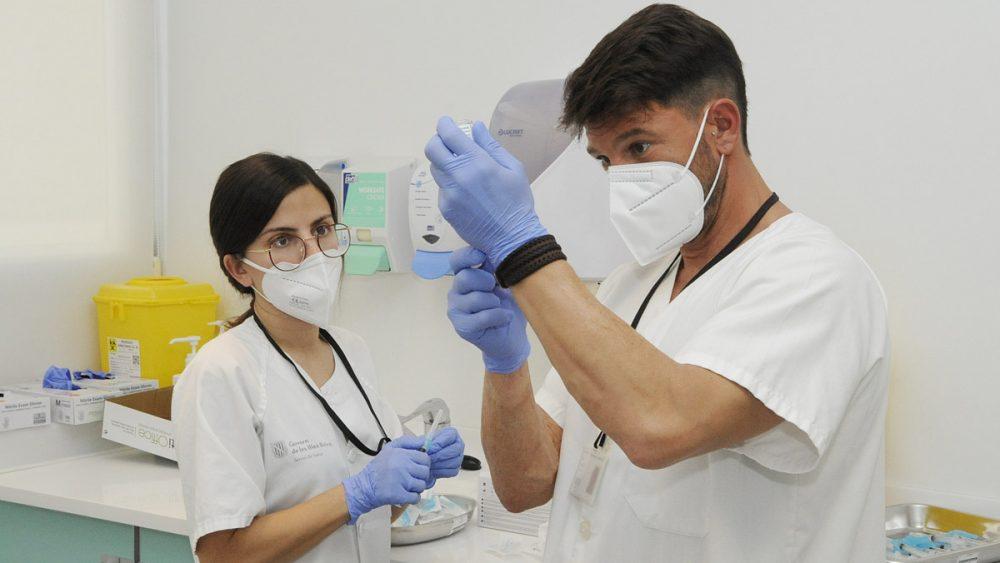 El Hospital Mateu Orfila atiende a tres pacientes, dos en la UCI