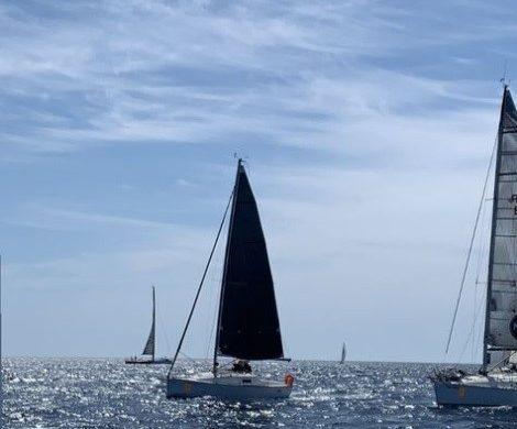 (Fotos) Zarpa la flota de las 100 Milles entre  Illes