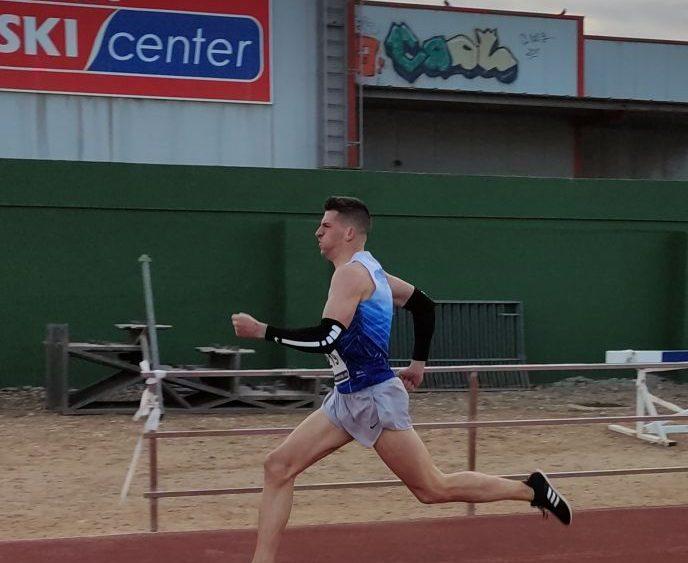 Xavi Cubas en los 400 metros.