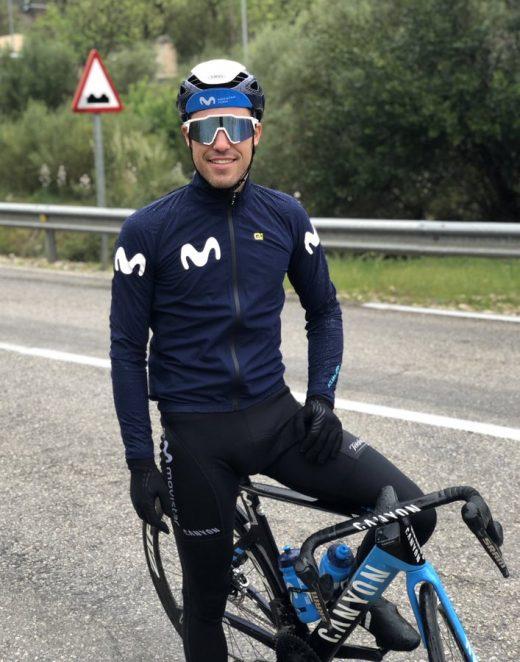 Albert Torres, sobre su bicicleta.