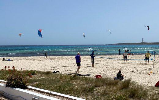Aprovechando el viento en Punta Prima (Foto: Tolo Mercadal)