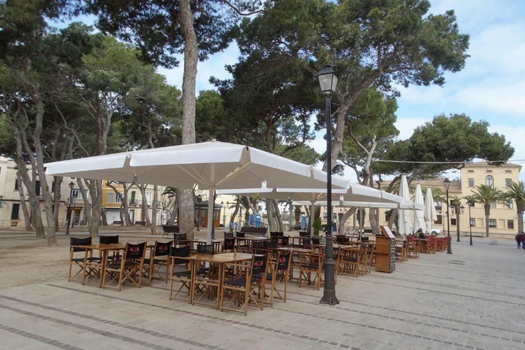 Terrazas en Ciutadella (Foto: Cris Ruiz)