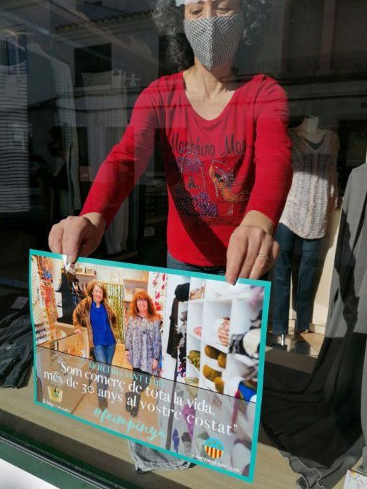 Uno de los comercios de Sant Lluís que se ha sumado a la campaña