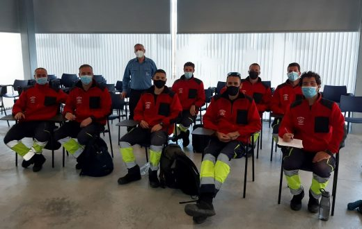 Bomberos de Menorca conocen de primera mano las singularidades de las instalaciones eléctricas (Foto: Endesa)