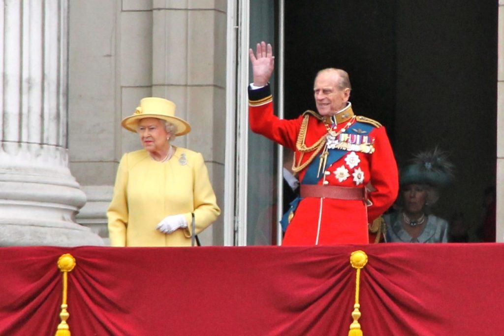 El Duque de Edimburgo con su esposa la reina Isabel II (Autor: Carfax2)