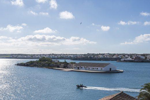 Illa Plana en el puerto de Maó (Foto: David Arquimbau)
