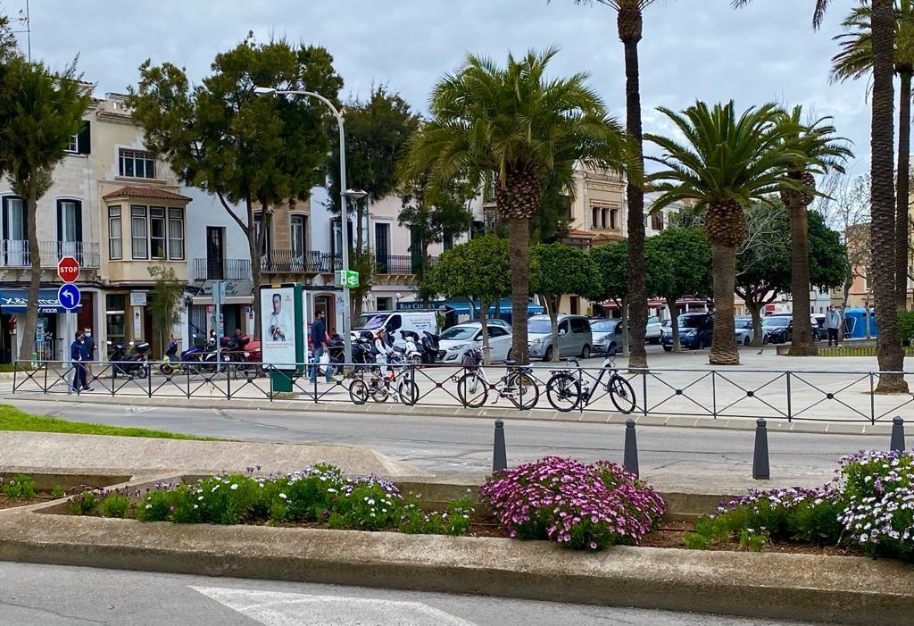 Imagen de la plaza s'Esplanada de Maó (Foto: Tolo Mercadal)