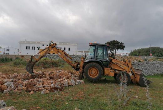 Obras de ampliación en el aparcamiento del Lloc d'en Caules (Foto Ajuntament de Sant Lluís)