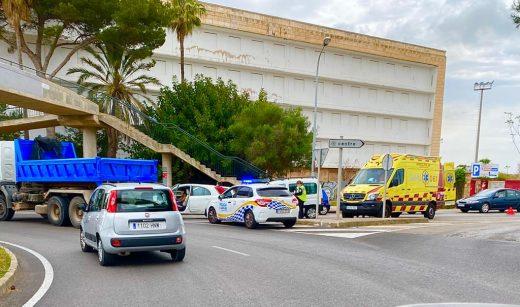 Las ambulancias han trasladado al Hospital a la persona herida (Foto: Tolo Mercadal)