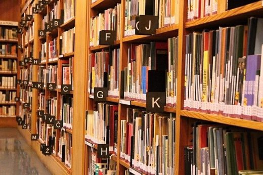 Hay una estantería para los libros más leídos
