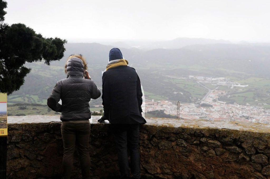 Gente abrigada en Monte Toro (Foto: Tolo Mercadal)