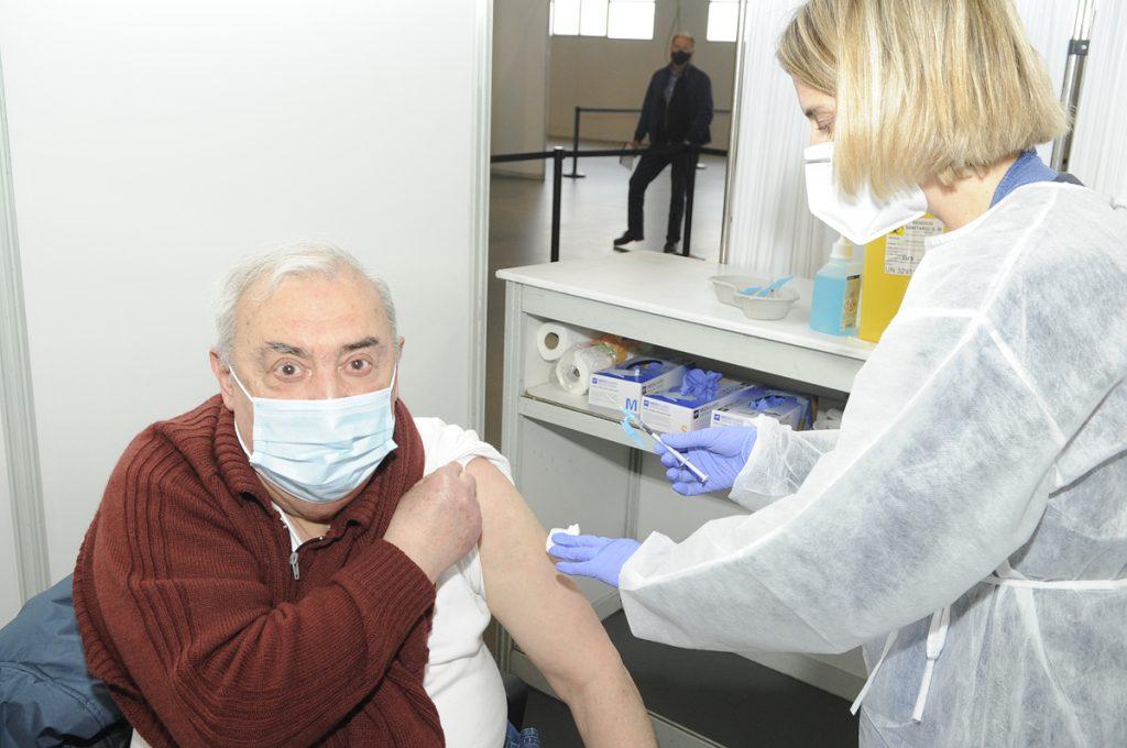 Vacunación en el Recinte Firal de Maó (Foto: Tolo Mercadal)