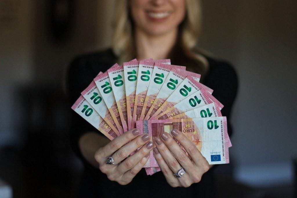 Conseguir dinero.