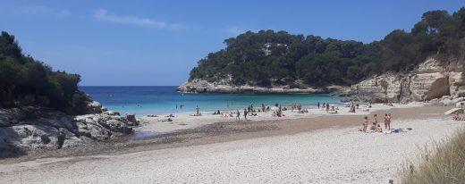 Imagen de la playa de Cala Mitjana.