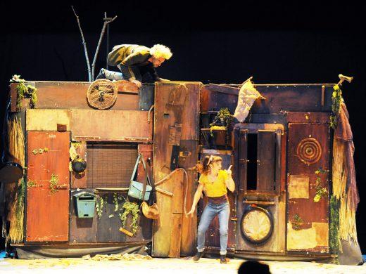 Acrobacias para dar inicio al Festival del Teatre Infantil de Maó