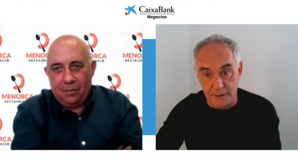 Ferran Adrià, junto a Josep Bosch, en un momento de la charla.