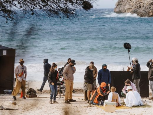 Damm apuesta por Mario Casas y Menorca para su anuncio de este verano