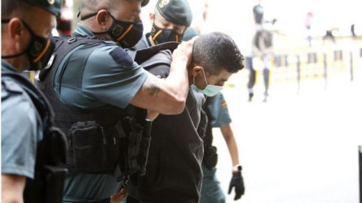 El detenido, al entrar en el juzgado (Foto: Mallorcadiario.com)
