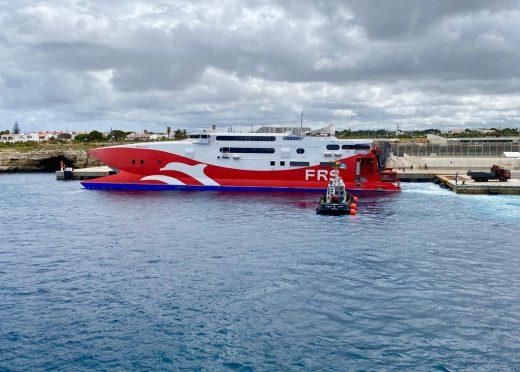El fast ferry Tarifa Jet esta mañana en el dique de Ciutadella