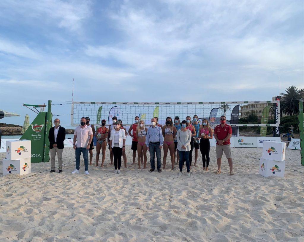 Foto de familia del campeonato de Voley playa