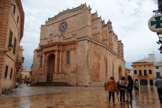 Un frente frío trae a Menorca lluvias, viento y fuertes tormentas