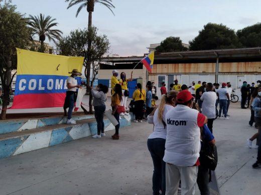 (Fotos) Los colombianos de Menorca protestan por la situación en su país