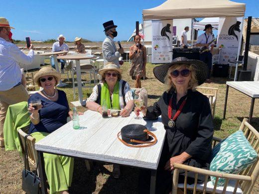 (Fotos) Caballos, sombreros y famosos en Ciutadella