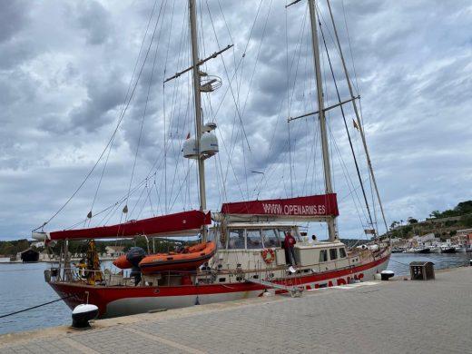 (Fotos) El buque de Open Arms atraca en Maó