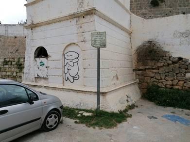 """(Fotos) Ciutadella limpia las pintadas en la """"Colàrsega"""" y en el """"Bastió de sa Font"""""""