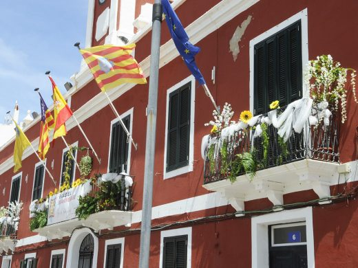 (Fotos) Es Castell huele a primavera
