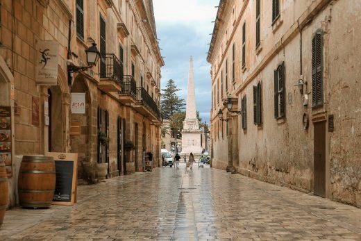 Sólo calles mojadas.