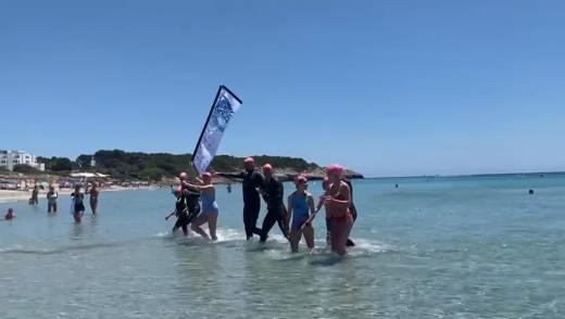 Llegando a la meta en la playa de Santo Tomás