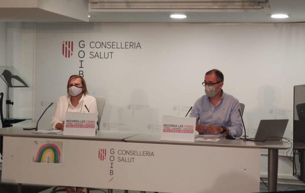 Eugènia Carandell y Javier Arranz, de la Conselleria balear de Salud