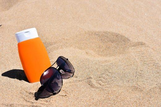 Cada día 128 kilos de protector solar contaminan la arena y el mar de Cala Galdana